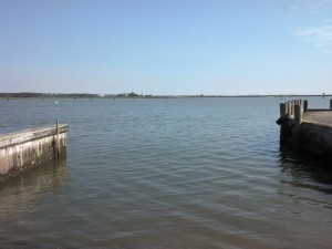 The Crocheron Boat Ramp is deep and wide. It is most suitable for larger boats and experienced paddlers only.